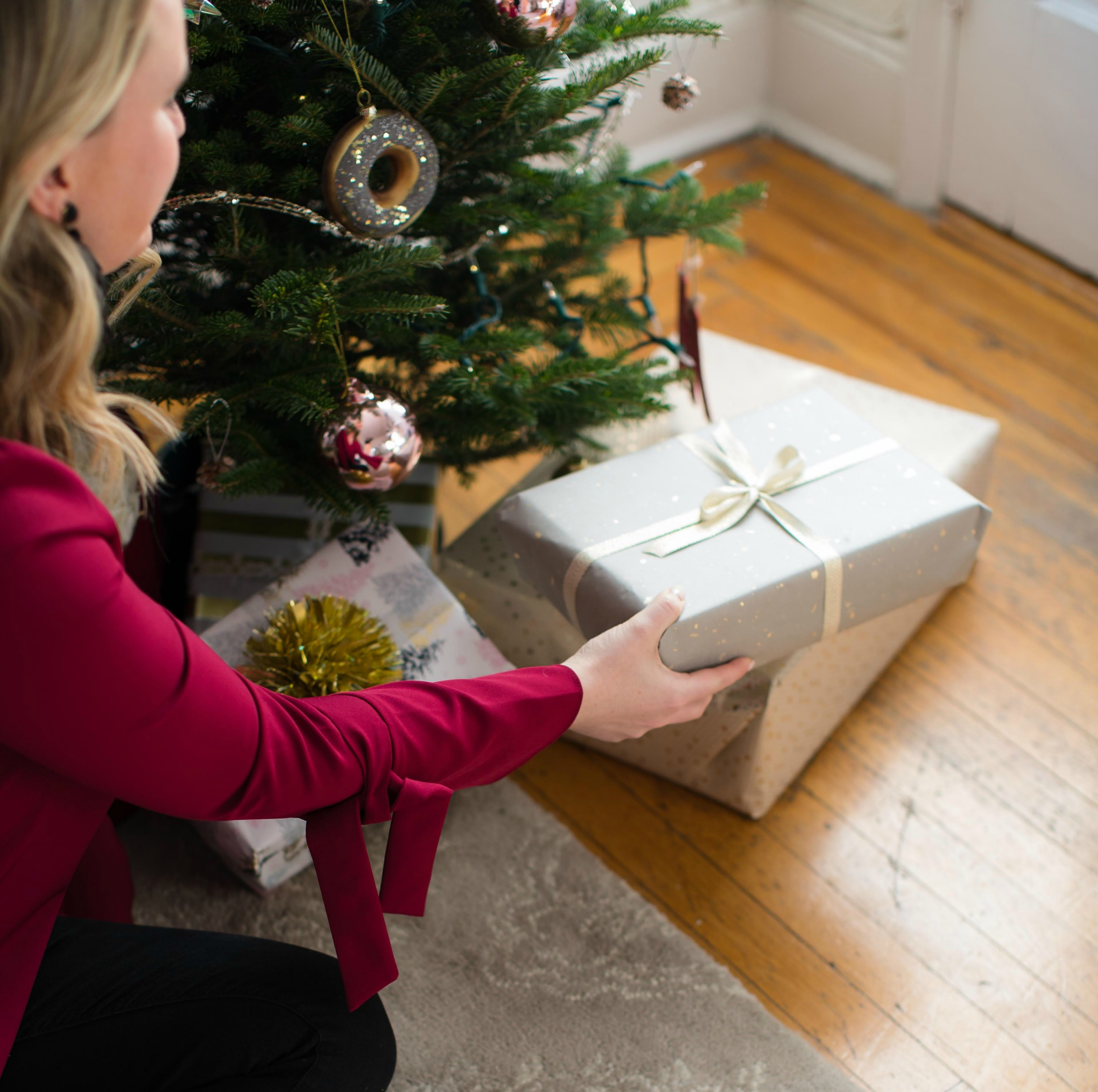 Holiday Decorating for Small Spaces I wit & whimsy